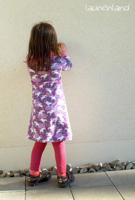 Lillesol Rollkragenkleid hinten